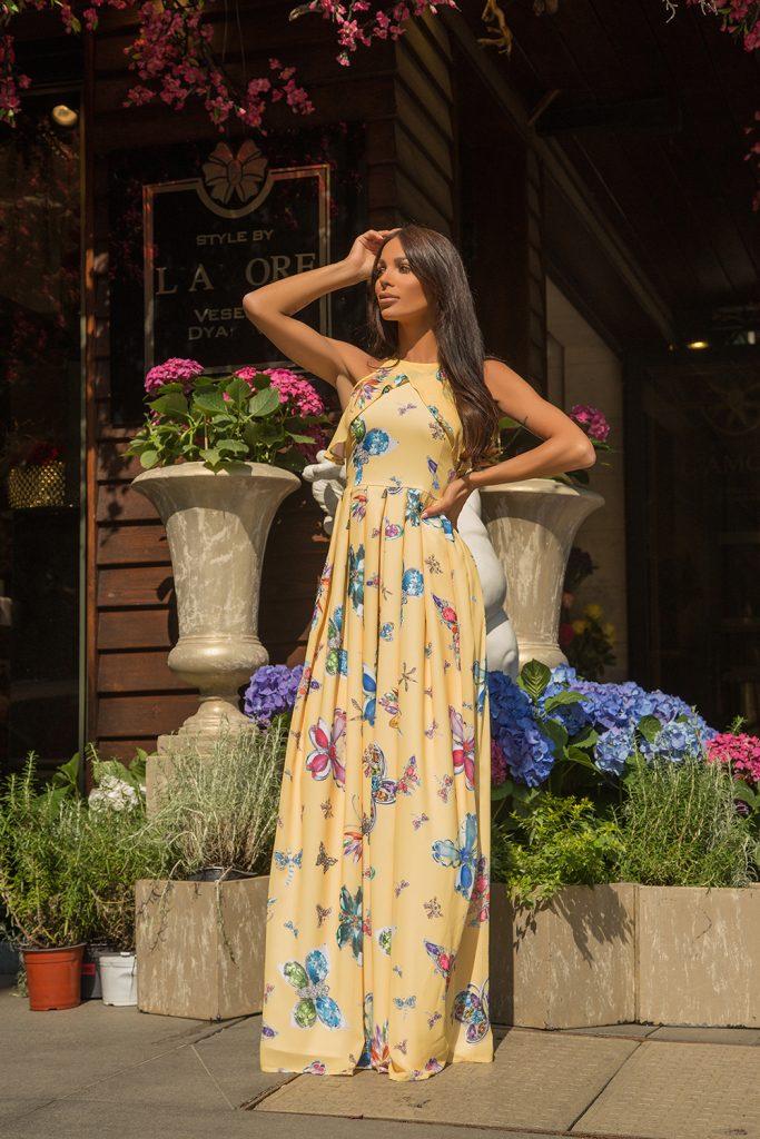Шифонена рокля на цветя с плисе и дълъг ръкав